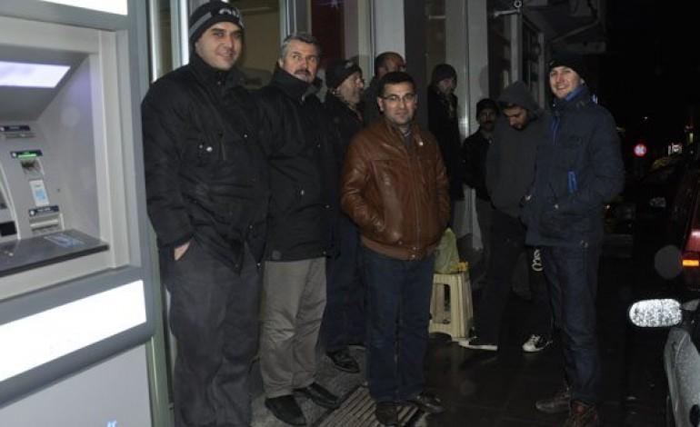"""Sivas'ta ev sahibi olma hayaliyle """"nöbet"""" tutuyorlar"""