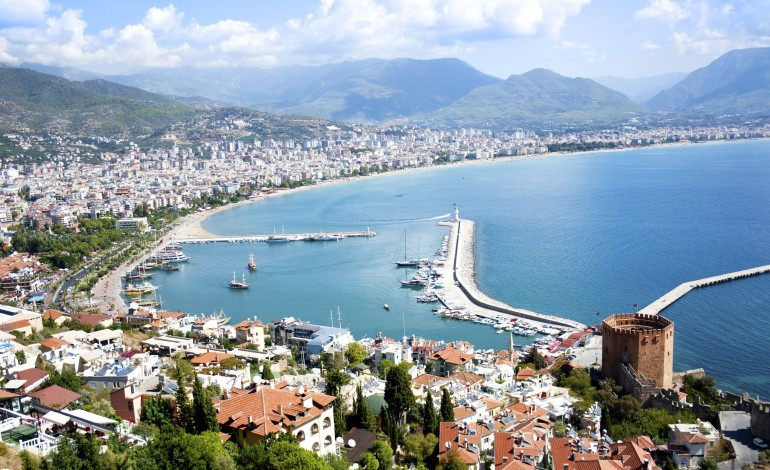 İranlı turist, ev almak için geldiği Antalya'da dolandırıldı