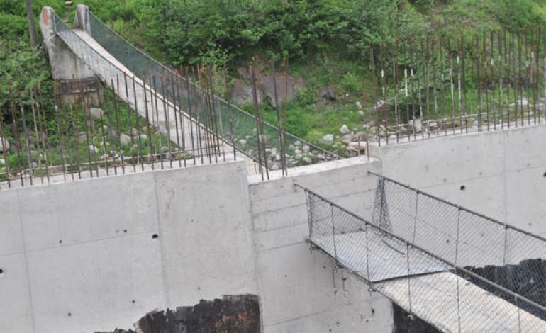 Asma Köprü İstinat Duvarıyla İkiye Bölündü