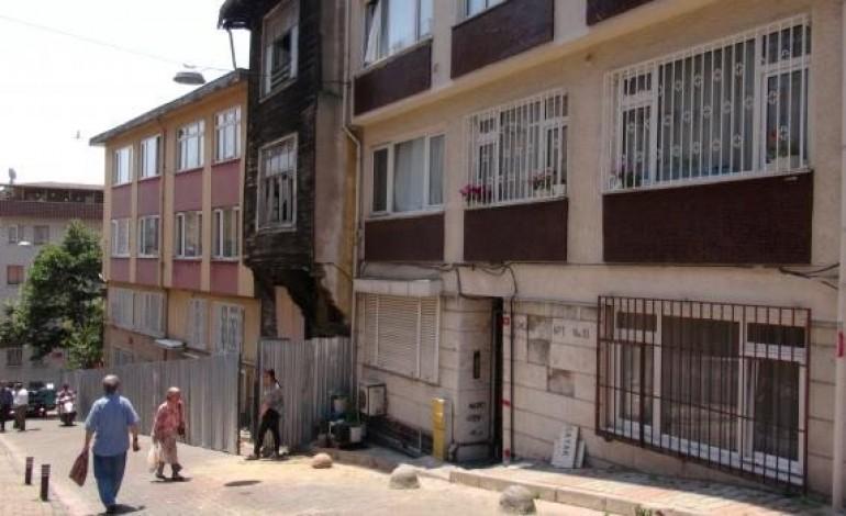 Metro Çalışmasında Hasar Gören Bina Boşaltıldı