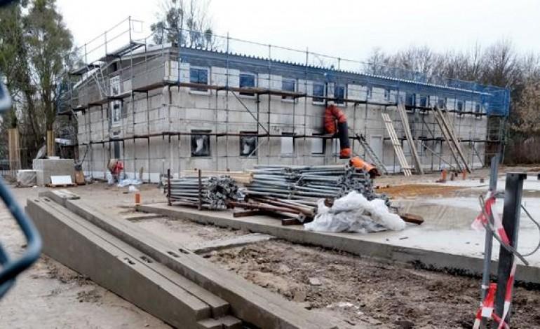 Almanya'da mülteci yurdu inşaatında yangın
