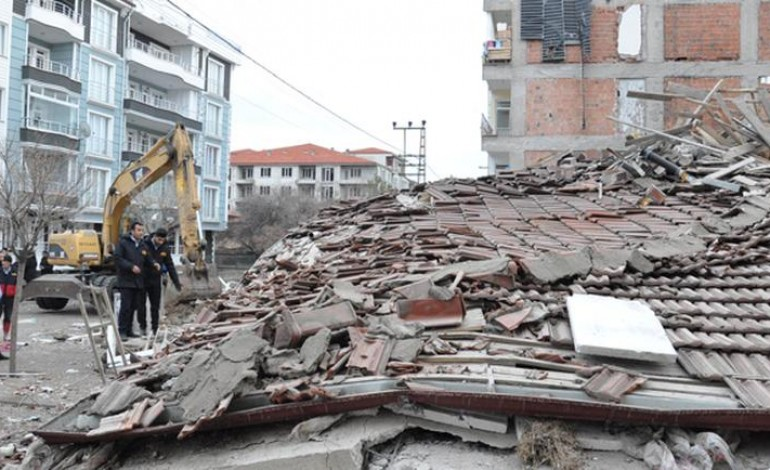 Yozgatta Beş Katlı Apartman Çöktü
