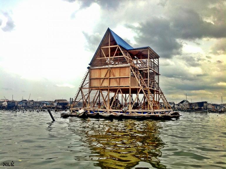 lagos Nijerya - yüzen okul