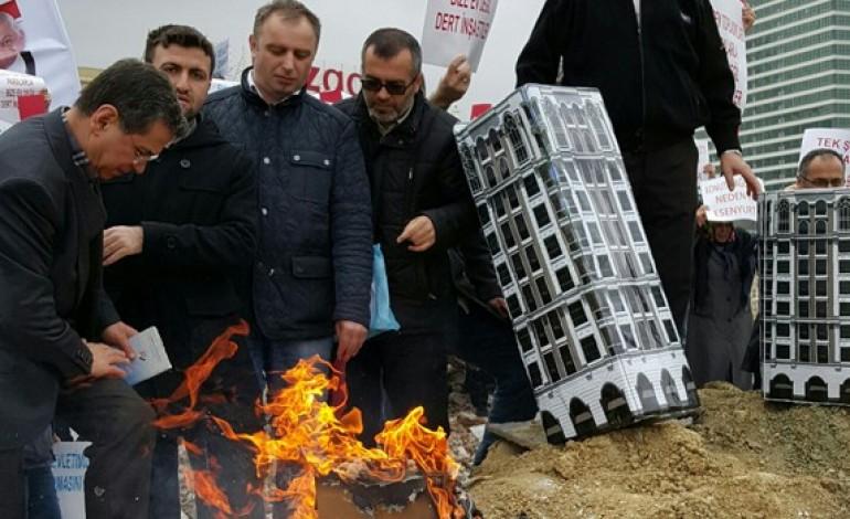 6 yıldır evlerini alamadılar, maketleri yaktılar