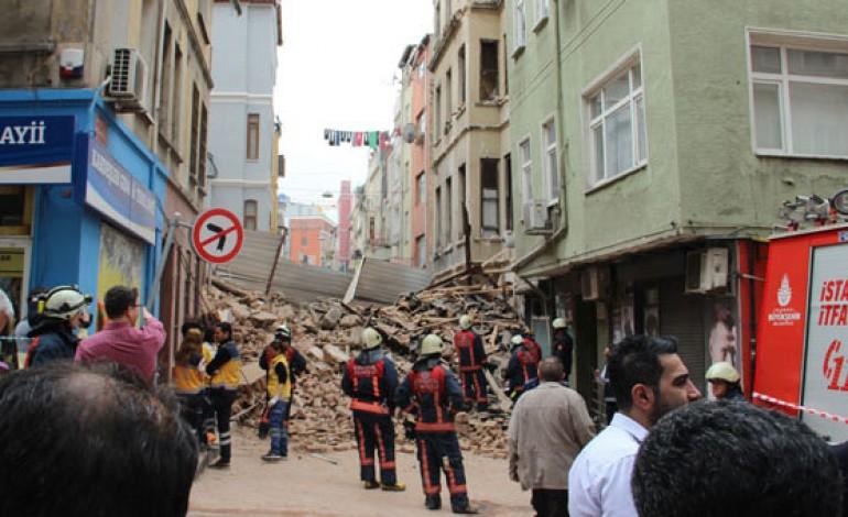Fatih Kumkapı'da Bina Çöktü