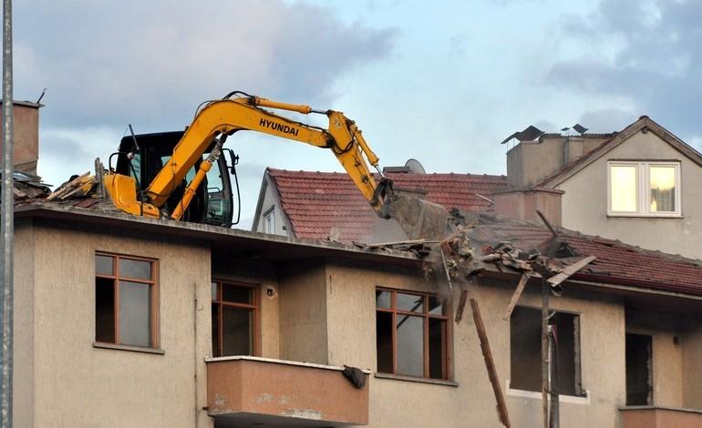 Türkiye'de sıradan bir bina yıkımı durumu