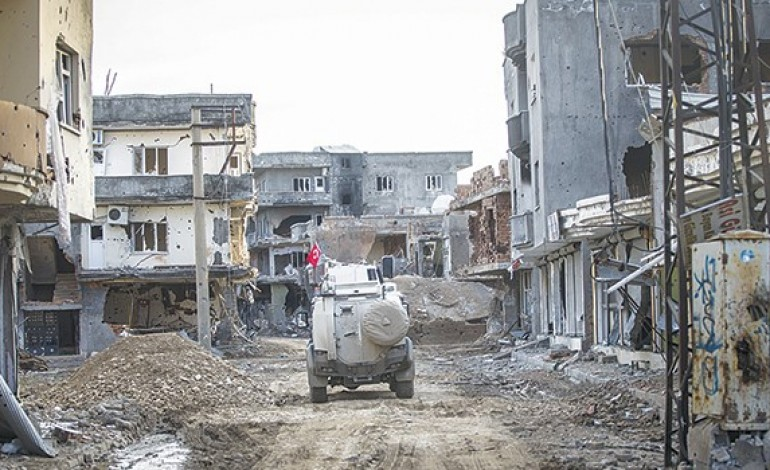 Cizre'de 2 bin 700 binanın yıkımına başlandı