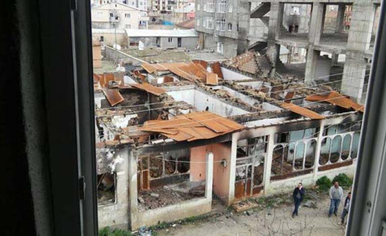 Teröristler Yüksekova'yı harabeye çevirmiş