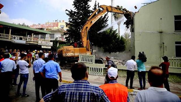 atalya2da askeri bina yıkımı