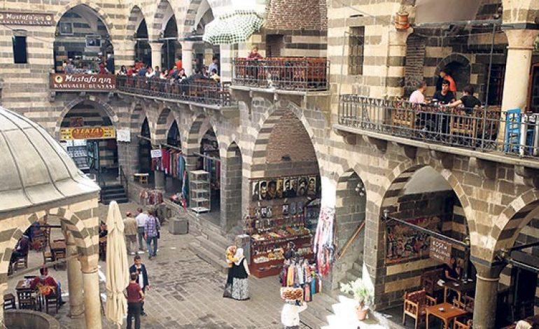 Diyarbakır alt ve üst yapı projeleri hızla sürüyor