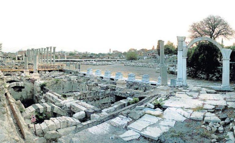 Smyrna Antik Kenti gün yüzüne çıkıyor