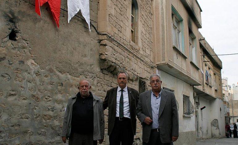 250 yıllık evlerini Türk Kızılayına bağışladılar