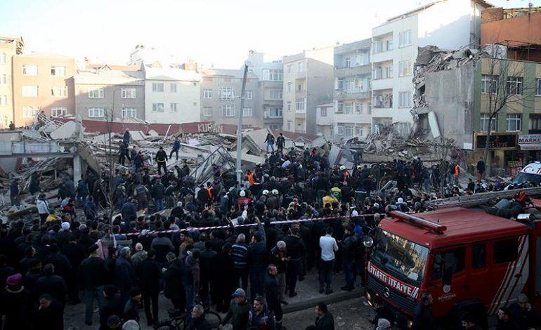 Zeytinburnu'nda bina çöktü, 2 kişi hayatını kaybetti