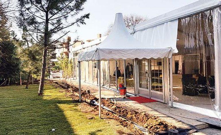 Milyonluk evler çadırda satılıyor