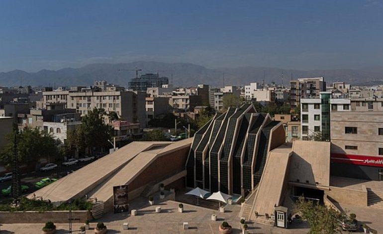 İran'da Kubbesiz Bir Cami