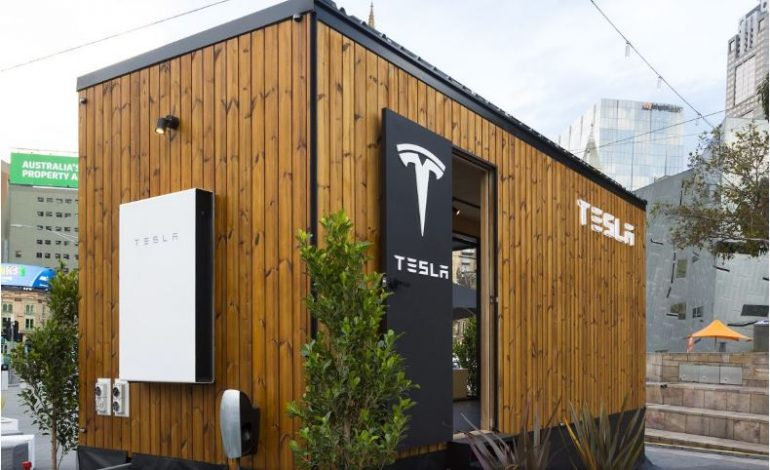 Tesla, Güneş Paneli Projesini Tiny House ile Görücüye Çıkardı!