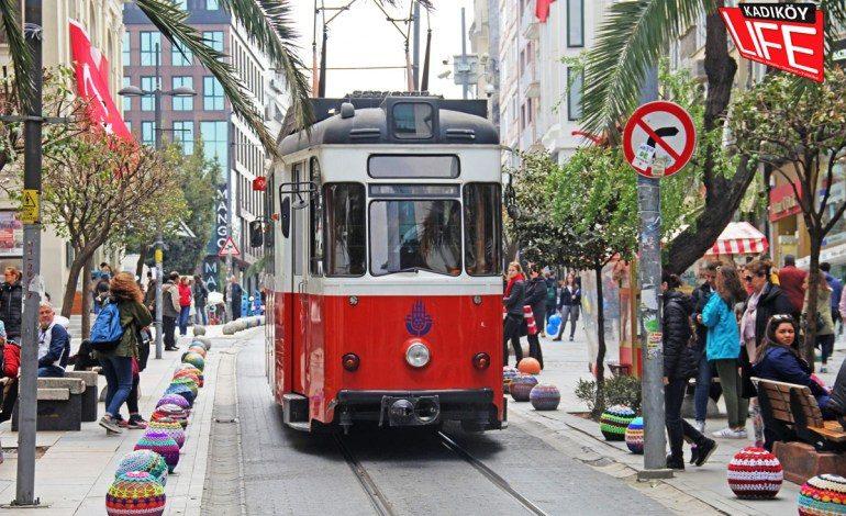 Kadıköy Bahariye Caddesi üzerindeki markalar mağazaları boşaltıyor