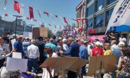 Esenyurt konut mağdurları belediye önünde eylem yaptı