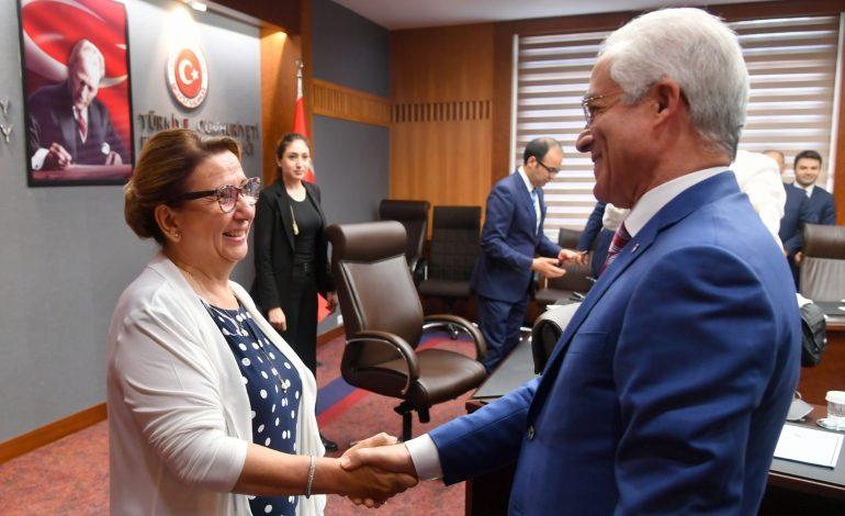 Müteahhitler Birliği'nden Ticaret Bakanına Ziyaret