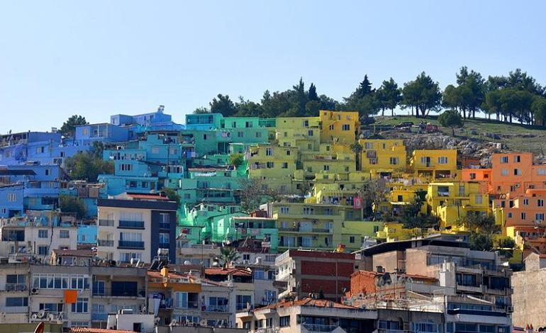 Kuşadası'nda Evler Renkleniyor
