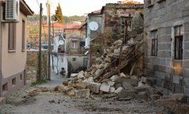 Ayvacık'ta 85 konut hasar gördü