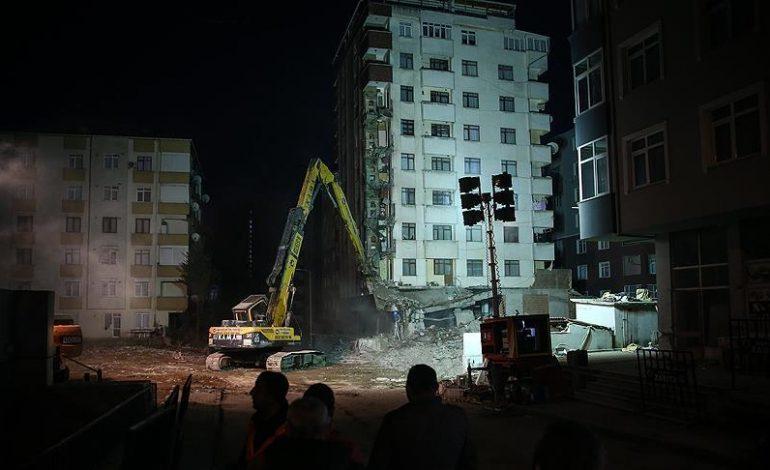 Kartal'da Tespit Edilen 8 Riskli Binadan İlkinin Yıkımı Başladı