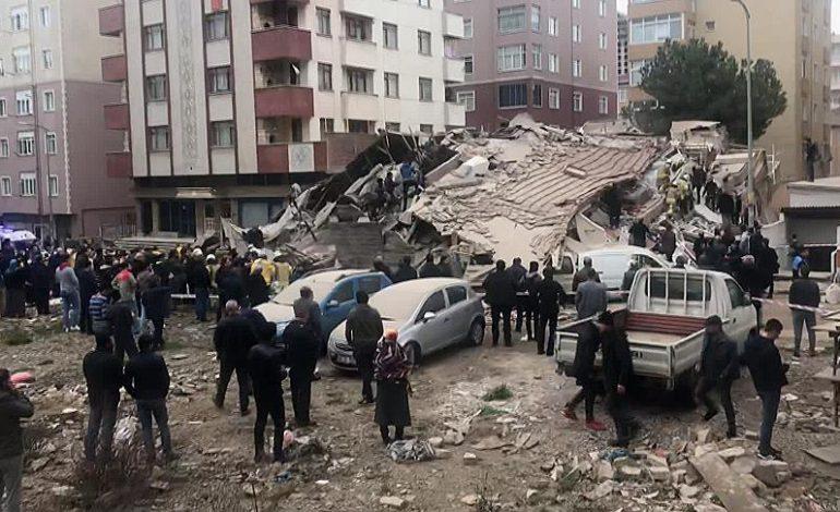İstanbul Karta'da Bina Çöktü