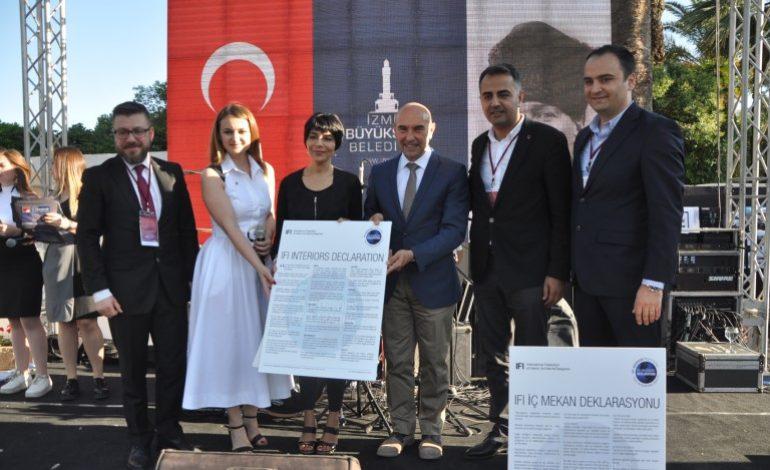 """İzmir'li İçmimarlar, """"Dünya İç Mekanlar Günü'nü Coşkuyla Kutladı"""