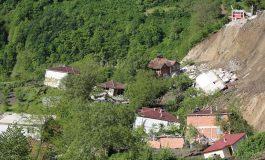 Ordu'da heyelanlı bölgedeki 15 ev yıkıldı