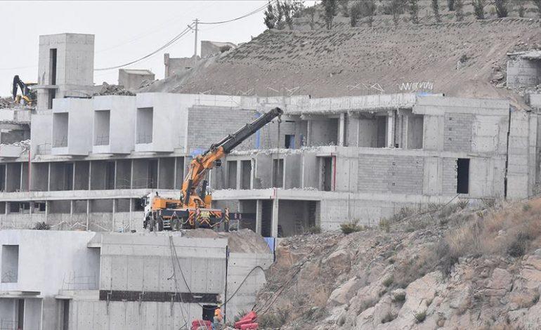 Korunan alanlara inşa edilen 519 kaçak yapı yıkıldı