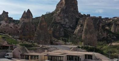 TOKİ Kapadokya'nın doğal yapısına uygun dükkanlar yaptı